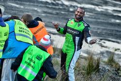 Marshals push the crashed car of Yazeed Al Rajhi, Michael Orr, Yazeed Racing Ford Fiesta RS WRC