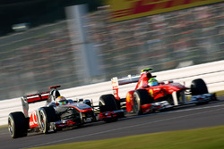 Lewis Hamilton, McLaren MP4-26 Mercedes, lotta con Felipe Massa, Ferrari