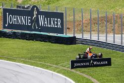 Stoffel Vandoorne, McLaren, se retira de la carrera
