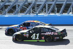 Kurt Busch, Stewart-Haas Racing Ford and Ryan Newman, Richard Childress Racing Chevrolet