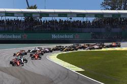 Себастьян Феттель, Ferrari SF70H, Валттери Боттас, Mercedes AMG F1 W08, Кими Райкконен, Ferrari SF70H, Макс Ферстаппен, Red Bull Racing RB13, и Фернандо Алонсо, McLaren MCL32