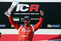 Podium: race winner Pepe Oriola, Lukoil Craft-Bamboo Racing, SEAT León TCR