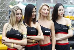 Девушки AMG