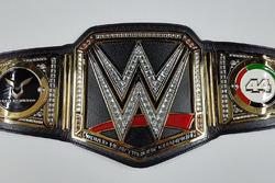 Пояс WWE для Льюиса Хэмилтона