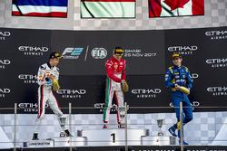 Подіум: переможець Шарль Леклер (Prema), другий призер Александр Альбон (ART), третій призер Ніколя Латіфі (DAMS)