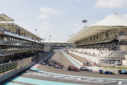 Даниэль Тиктум, DAMS, Джордж Расселл, ART Grand Prix, и Арджун Майни, Jenzer Motorsport