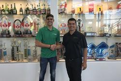 Rinus van Kalmthout tekent een contract bij Juncos Racing