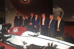 Marcus Ericsson, Charles Leclerc, Sauber, Jean Todt, président FIA, Chase Carey, PDG Formula One Group, Sergio Marchionne, PDG FIAT, Frederic Vasseur, Sauber Team Principal