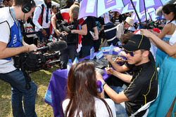 Andre Lotterer, Techeetah, firma autografi ai fan
