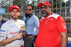 Dilbagh Singh, Nick Heidfeld, Mahindra Racing, on the grid