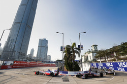 Felix Rosenqvist, Mahindra Racing, precede Edoardo Mortara, Venturi Formula E