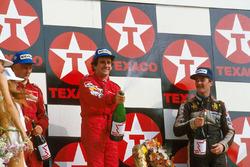 Podium : le vainqueur Alain Prost, le deuxième Niki Lauda, le troisième Nigel Mansell