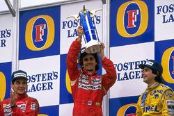 Podium : le vainqueur Alain Prost, McLaren, le deuxième Ayrton Senna, McLaren, le troisième Nelson Piquet, Lotus
