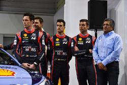 Thierry Neuville, Andreas Mikkelsen, Hayden Paddon, Dani Sordo en Michel Nandan, Hyundai Motorsport