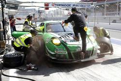 Pit stop, #20 D'station Racing Porsche 991 GT3 R: Satoshi Hoshino, Seiji Ara, Tomonobu Fujii, Tsubasa Kondo