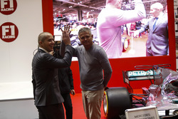 Gil de Ferran talks to Stuart Codling on the F1 Racing Stand