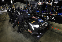 #10 Wayne Taylor Racing Cadillac DPi, P: Renger van der Zande, Jordan Taylor, Ryan Hunter-Reay, pit stop