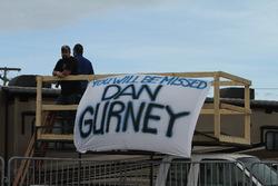 Des fans de Dan Gurney