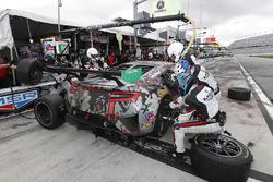 #86 Michael Shank Racing Acura NSX, GTD: Katherine Legge, Alvaro Parente, Trent Hindman, A.J. Allmendinger, pit stop
