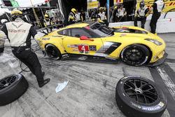 Пит-стоп: Оливер Гэвин, Томми Милнер, Марсель Фесслер, Corvette Racing, Chevrolet Corvette C7.R (№4)