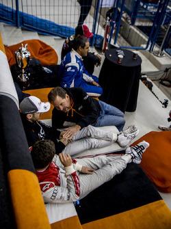 Fredrik Johnsson talks with Tom Kristensen and Timo Bernhard