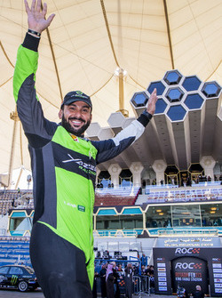 Язід Аль-Раджі вітає вболівальників