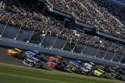 Chase Elliott, Hendrick Motorsports Chevrolet Camaro, Joey Logano, Team Penske Ford Fusion