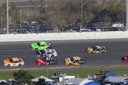 Paul Menard, Wood Brothers Racing Ford Fusion and Kurt Busch, Stewart-Haas Racing Ford Fusion