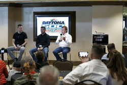 Austin Dillon, Richard Childress Racing Chevrolet Camaro met Crew chief Justin Alexander en eigenaar Richard Childress
