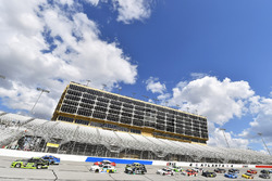 Austin Cindric, Team Penske, Fitzgerald Glider Kits Ford Mustang e Tyler Reddick, JR Motorsports Chevrolet Camaro