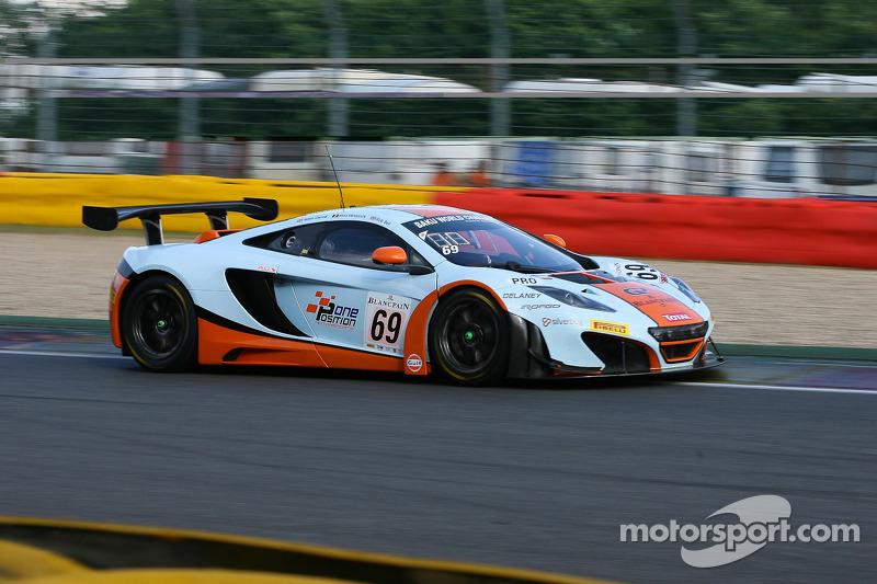 #69 Gulf Racing McLaren MP4-12C: Nico Verdonck, Adam Caroll, Rob Bell