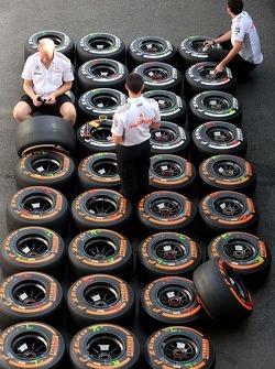 McLaren Mercedes mechanics, Pirelli tires