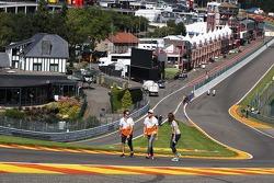 Adrian Sutil, Sahara Force India F1 loopt op het circuit.
