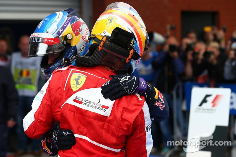 2e plaats Fernando Alonso, Ferrari, 1e plaats Sebastian Vettel, Red Bull Racing