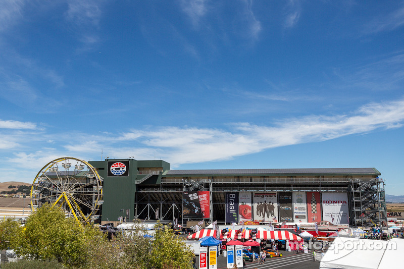 Blauwe lucht op de Sonoma Raceway