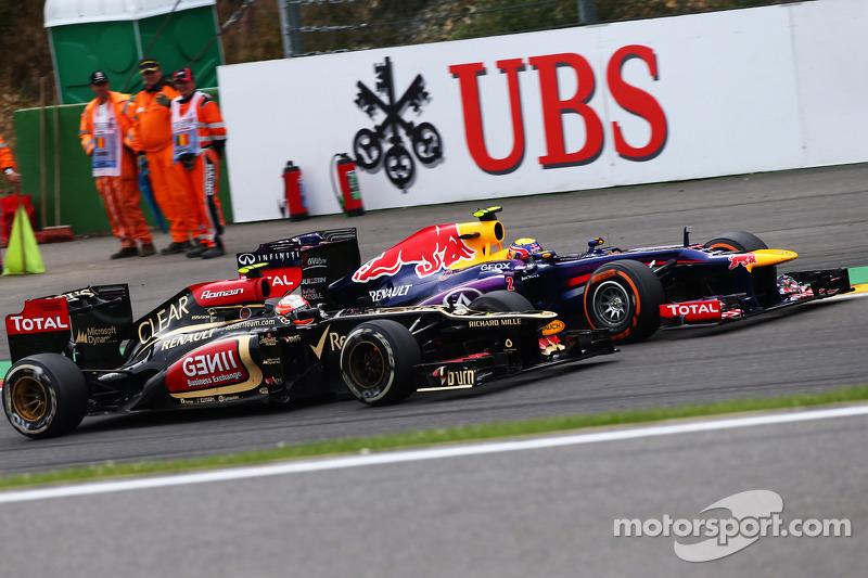 Romain Grosjean, Lotus F1 and Mark Webber, Red Bull Racing battle for position