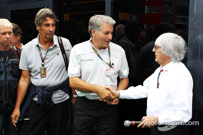 Bernie Ecclestone, CEO Formula One Group, met Franco Scandinaro