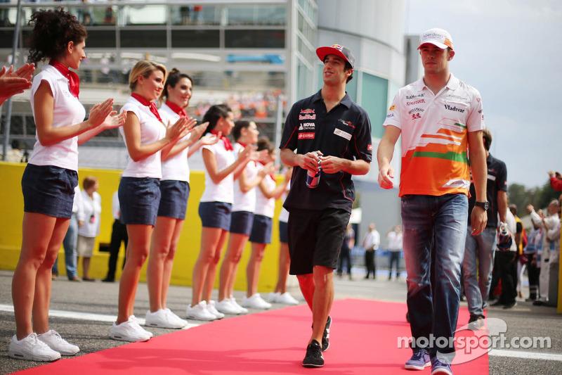 (L to R): Daniel Ricciardo, Scuderia Toro Rosso and Paul di Resta, Sahara Force India F1 on the driv