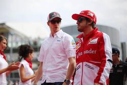 (Da esquerda para direita): Nico Hulkenberg, Sauber, e Fernando Alonso, Ferrari, no desfile dos pilotos
