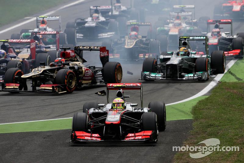 Com a ida de Lewis Hamilton para a Mercedes, o time britânico trouxe Sergio Perez em 2013. Apesar de veloz, o mexicano cometeu erros e foi demitido após um ano. O carro, por problemas de correlação de dados da pista com a fábrica, também não era bom.