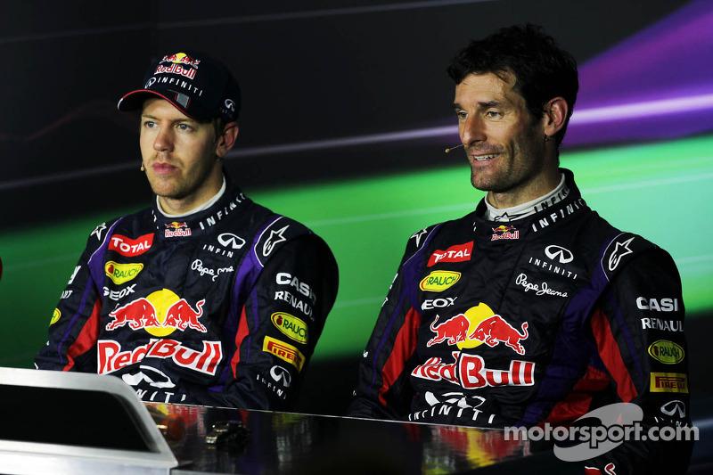 (L naar R): Racewinnaar Sebastian Vettel, Red Bull Racing en teamgenoot Mark Webber, Red Bull Racing bij de FIA-persconferentie