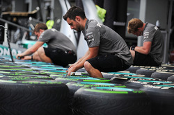 Mercedes AMG F1 mechanics with Pirelli tyres