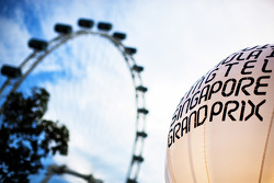 Singapore Grand Prix lighting balloon in the paddock and the Singapore Flyer
