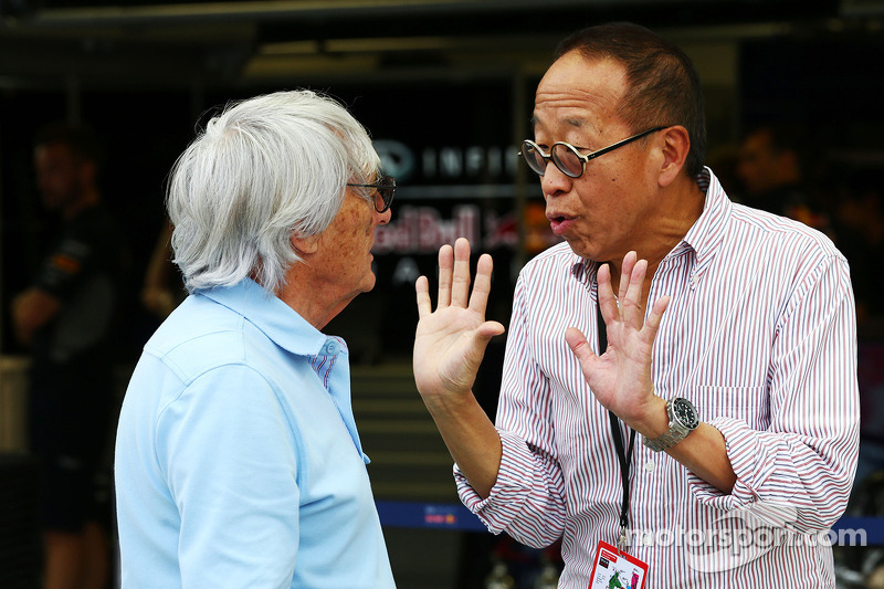 Bernie Ecclestone, CEO Formula One Group, met Ong Beng Seng, Owner Hotel Properties Ltd en Singapore Entrepreneur