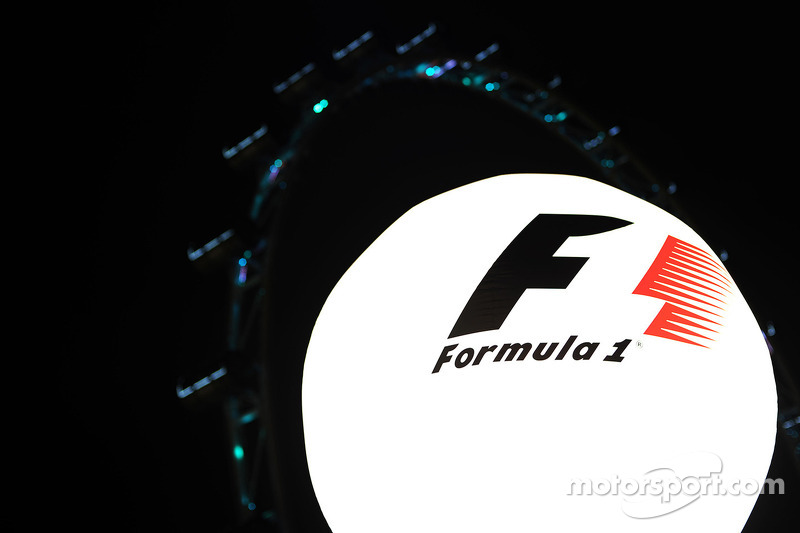 F1 lighting balloon in the paddock