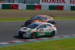Gabriele Tarquini, Honda Civic, Honda Racing Team J.A.S.  en Norbert Michelisz, Honda Civic, Zengo Motorsport