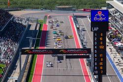 Largada: #16 Dyson Racing Team Lola B12/60 Mazda: Tony Burgess, Chris McMurry jumps the start