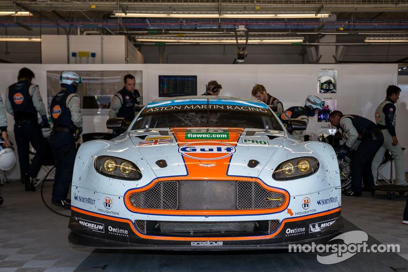 #98 Aston Martin Racing Aston Martin Vantage V8: Paul Dalla Lana, Pedro Lamy, Richie Stanaway valt uit na 84 ronden