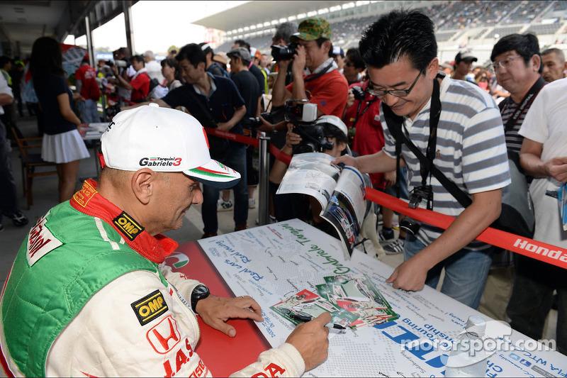 Handtekeningensessie, Gabriele Tarquini, Honda Civic, Honda Racing Team J.A.S.