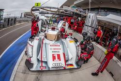 #1 Audi Sport Team Joest Audi R18 e-tron quattro: André Lotterer, Benoit Tréluyer, Marcel Fässler